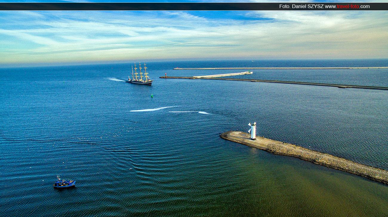 STS-Kruzensztern--na-morzu-dron