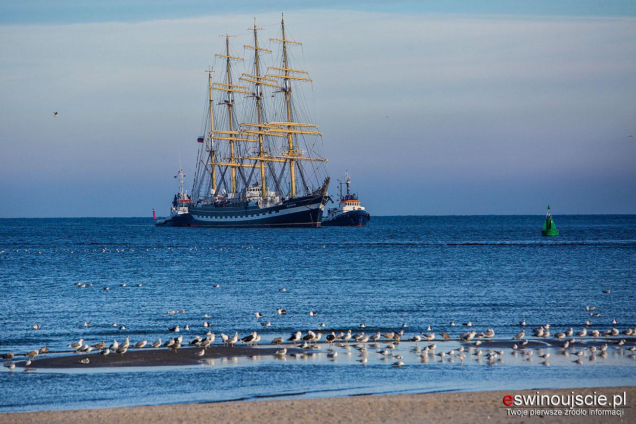 STS-Kruzensztern--na-morzu-syzsy