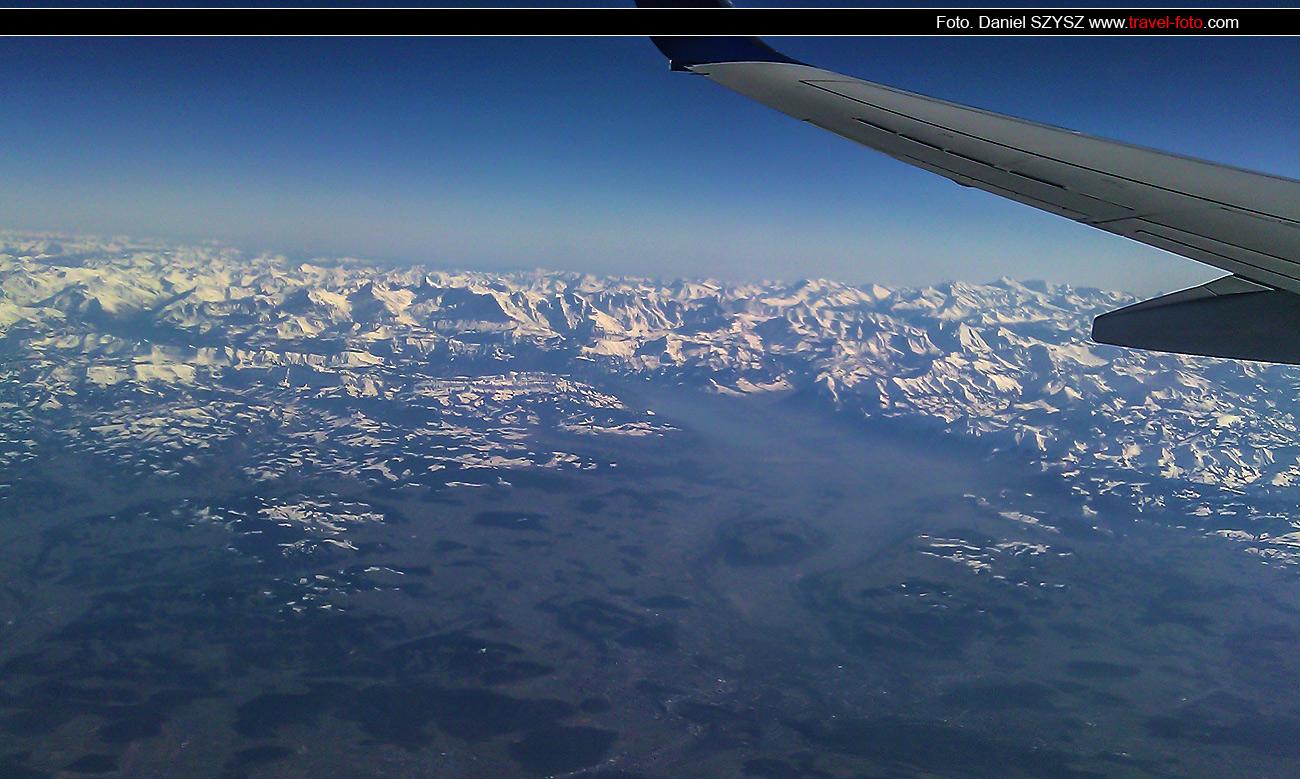 nad-szwajcarią-travel-widok-z-samolotu-foto