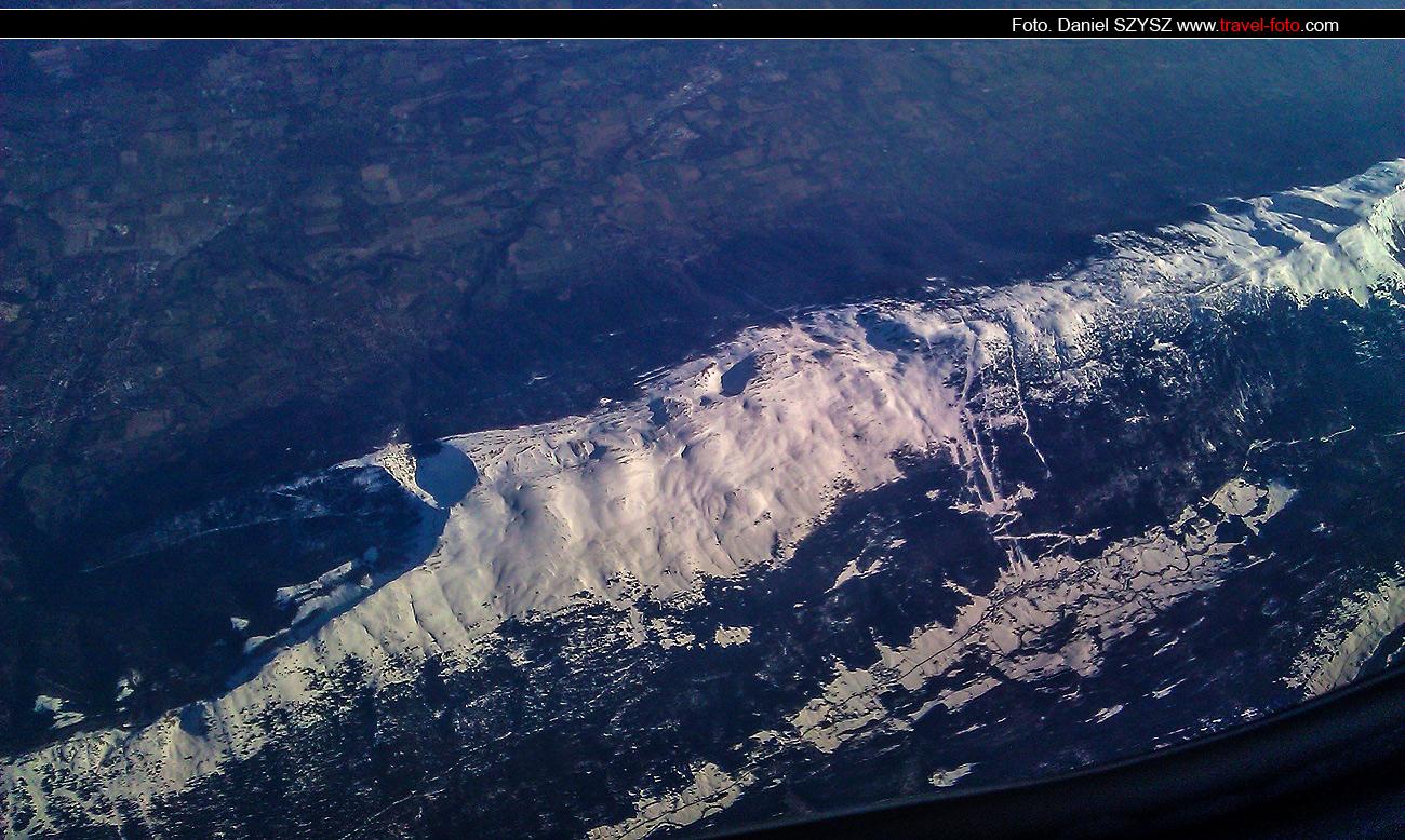 nad-szwajcarią-travel-widok-z-samolotu-photo