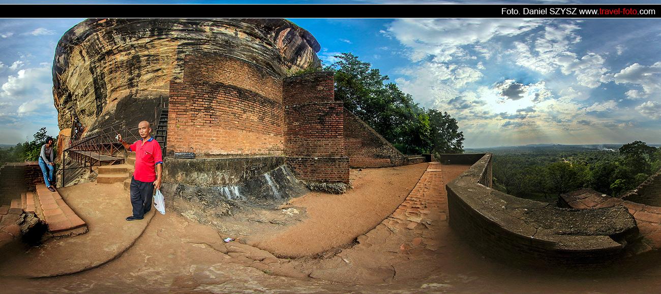 travel-Sigiriya-Sri-lanka