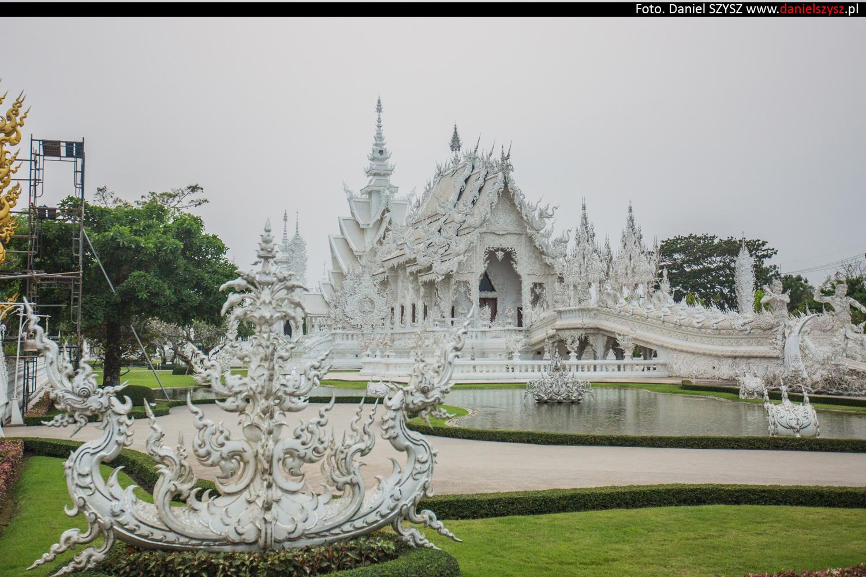 wat-rong-khun-biala-swiatynia-w-tajlandii-008