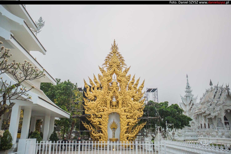 wat-rong-khun-biala-swiatynia-w-tajlandii-011