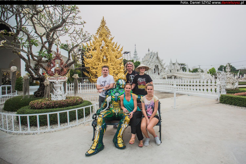 wat-rong-khun-biala-swiatynia-w-tajlandii-017