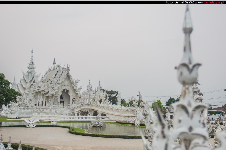 wat-rong-khun-biala-swiatynia-w-tajlandii-026