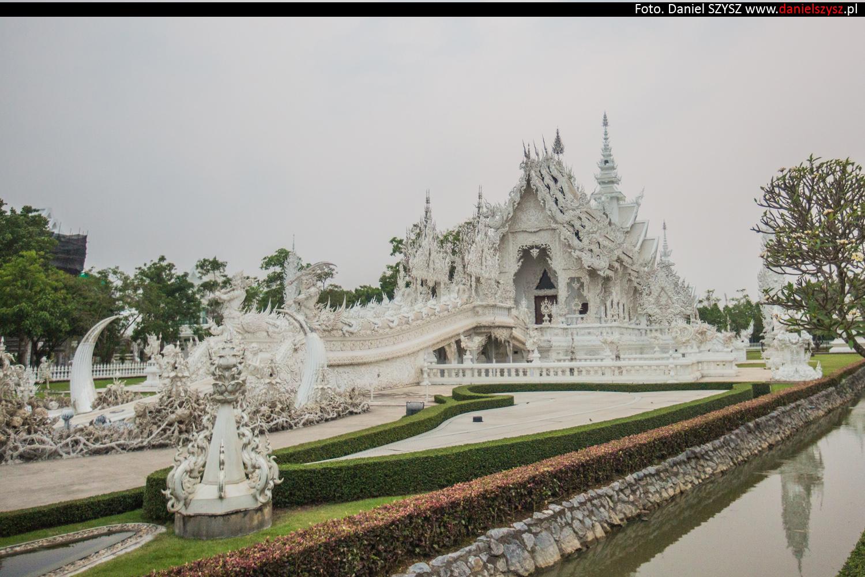 wat-rong-khun-biala-swiatynia-w-tajlandii-035