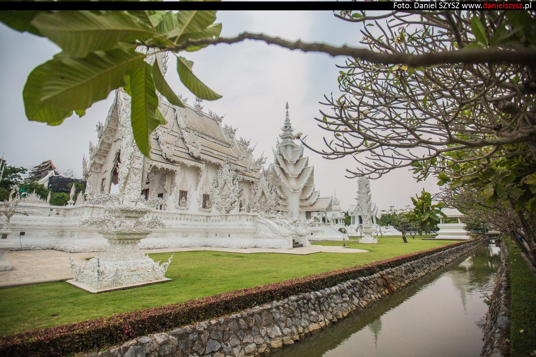 wat-rong-khun-biala-swiatynia-w-tajlandii-042