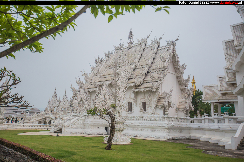 wat-rong-khun-biala-swiatynia-w-tajlandii-056