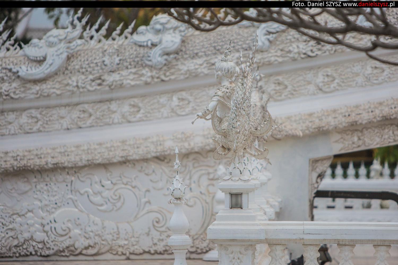 wat-rong-khun-biala-swiatynia-w-tajlandii-066
