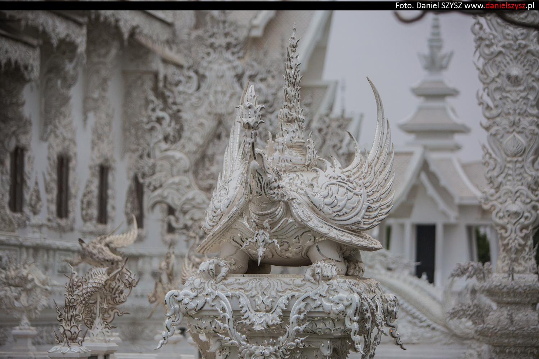 wat-rong-khun-biala-swiatynia-w-tajlandii-086