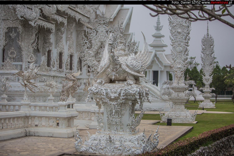 wat-rong-khun-biala-swiatynia-w-tajlandii-087